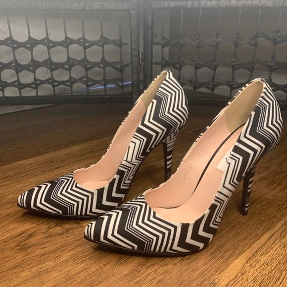 ANDREA Women high heels USA 8.5 . 25.5 Mex. B&W